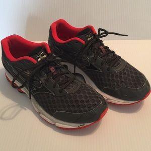 mens mizuno running shoes size 9.5 en espa�ol version clas